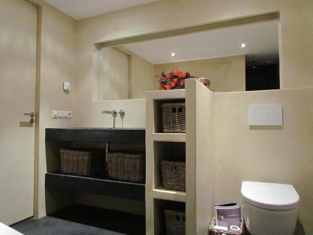 Beton In Badkamer : Badkamer uitgevoerd in beton ciré en licht effecten